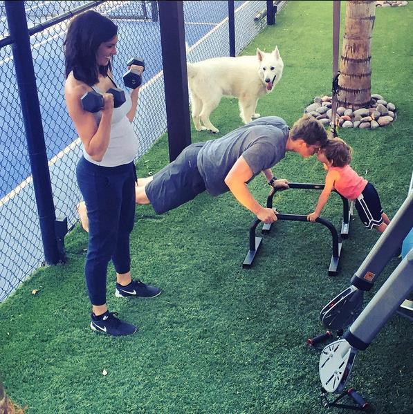 Daniela Ruah fa esercizio fisico per mantenersi in forma durante la gravidanza