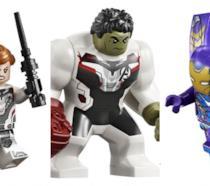 Da sinistra a destra, i personaggi in versione LEGO di Vedova Nera, Hulk e Pepper Potts in armatura