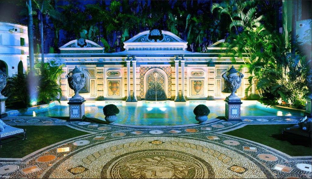 La piscina di Villa Casuarina costruita da Versace