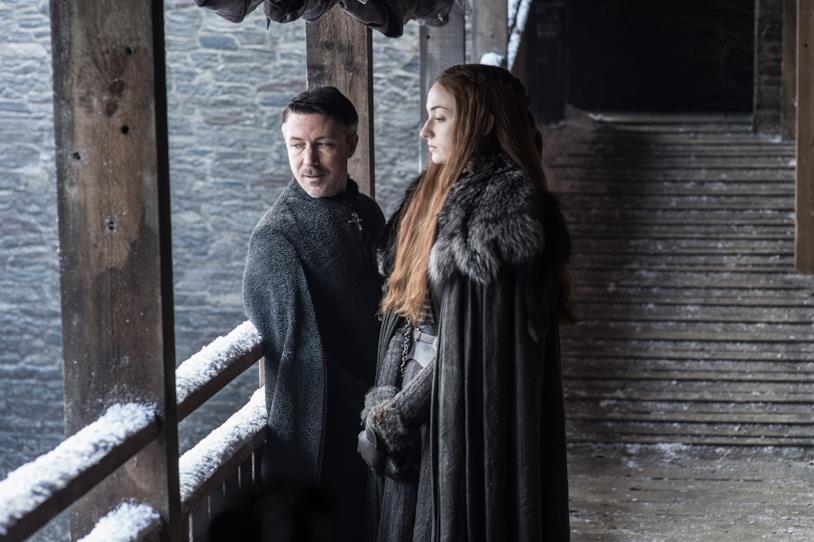Lord Baelish con Sansa