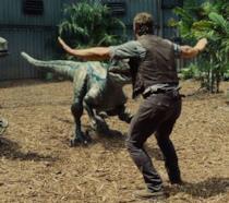 Chris Pratt in una scena di Jurassic World