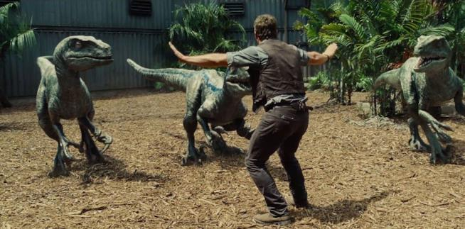 Chris Pratt in una scena di Jurassic World