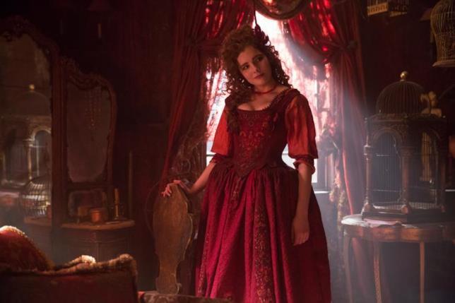 La strega Mercy Lewis è interpretata dalla brava Elise Eberle