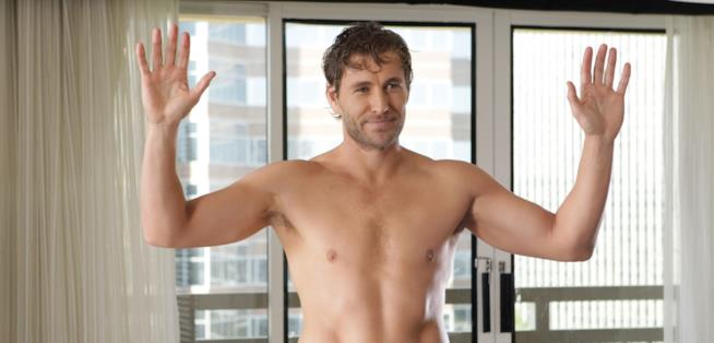 L'attore Brett Tucker a torso nudo
