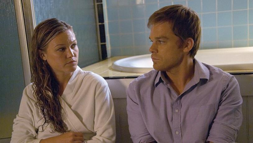 Julia Stiles in una scena di Dexter