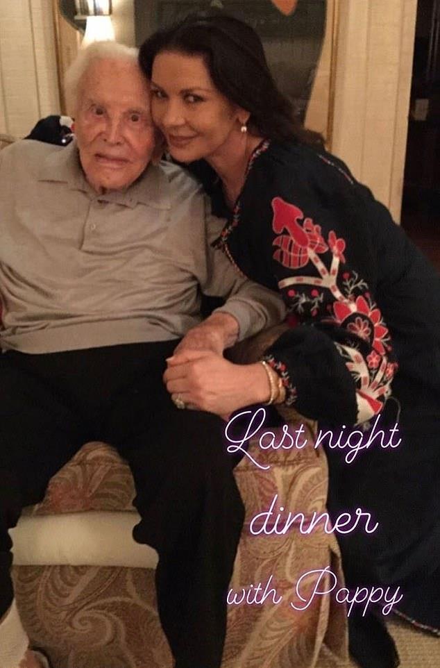 Catherine Zeta-Jones col suocero Kirk Douglas