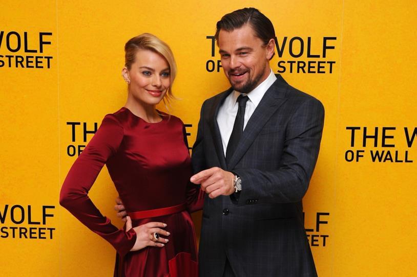 Margot Robbie con Leonardo DiCaprio