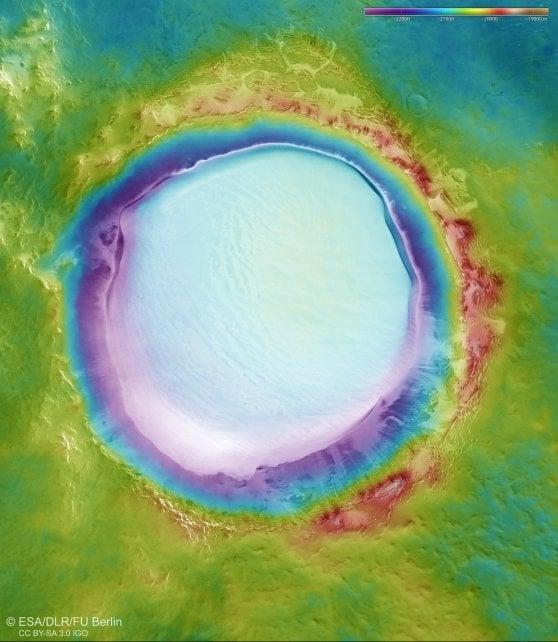 Un'immagine topografica del cratere Korolev