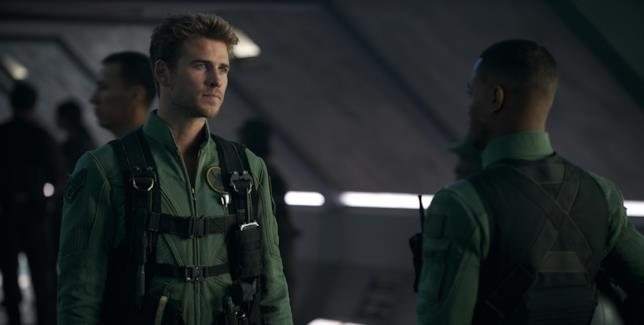 L'attore australiano Liam Hemsworth interpreta il pilota Jake Morrison