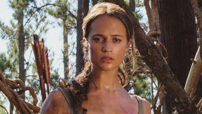 Primo piano di Alicia Vikander nei panni di Lara Croft nel reboot di Tomb Raider