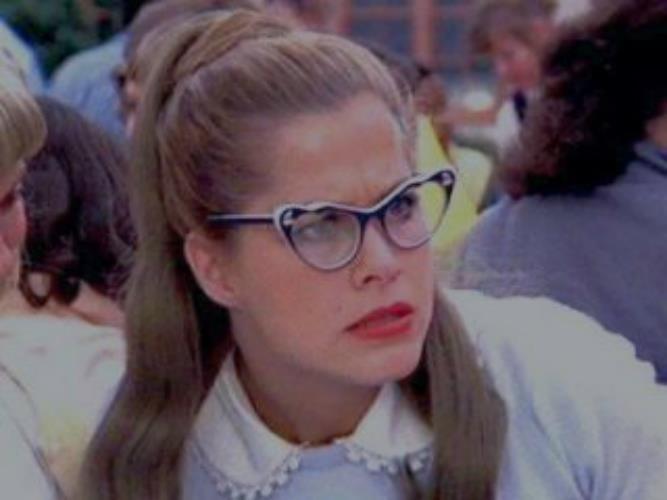 Patty Simcox in una scena di Grease