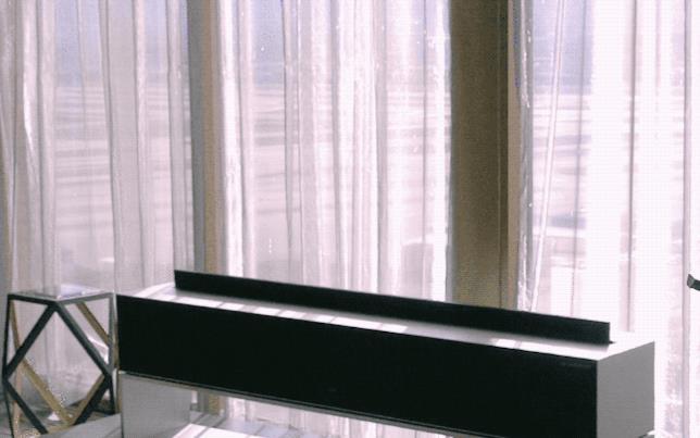 Una GIF che mostra la Signature OLED TV R di LG in azione