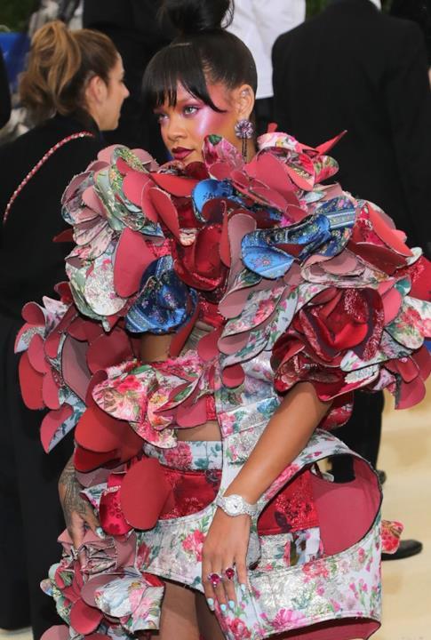Il look 3d di Rihanna al MET Gala 2017