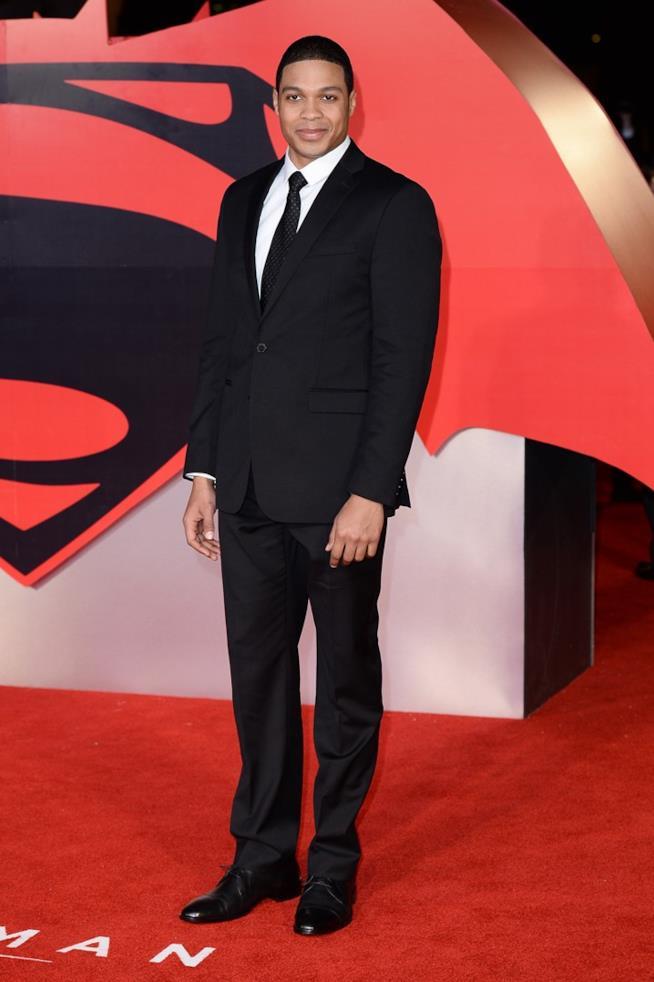 Ray Fisher sul red carpet di Batman v Superman
