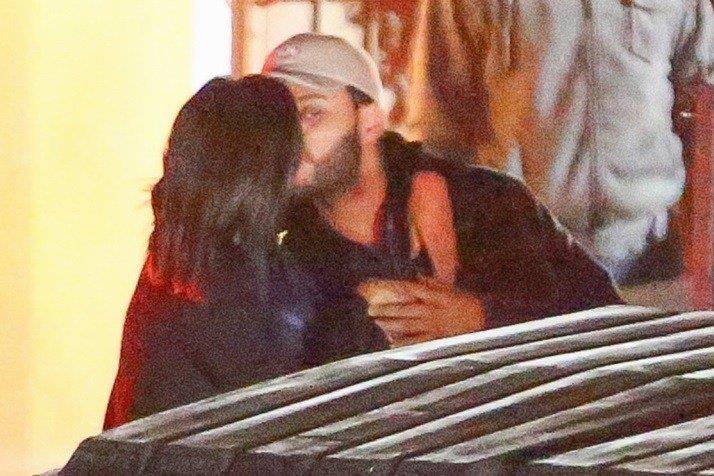 Selena Gomez e The Weeknd, bacio rubato