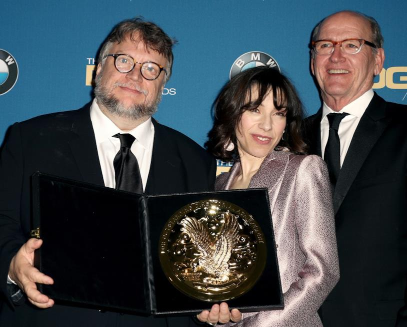 Guillermo del Toro con Sally Hawkins e il premio ai DGA Awards 2018