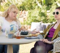 The Hustle: il trailer del film con Anne Hathaway e Rebel Wilson