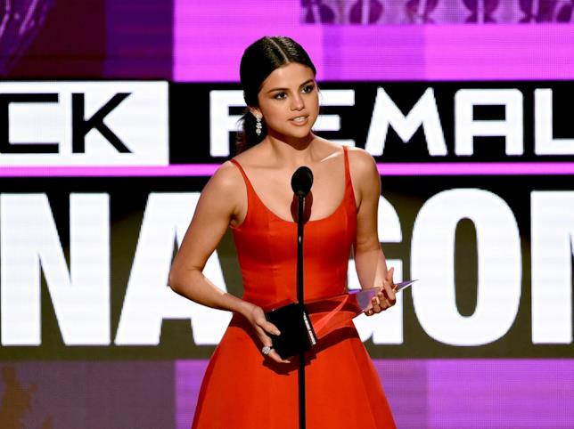 Selena Gomez durante gli American Music Awards 2016