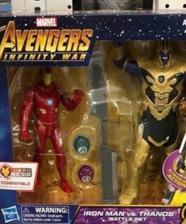 Thanos in armatura e Iron Man nei giocattoli Hasbro