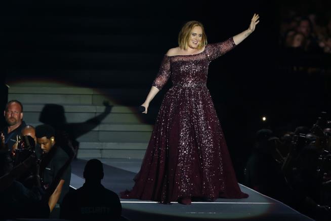 Adele sul palco durante uno dei suoi ultimi concerti