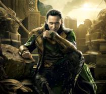 TomHiddleston è Loki in un poster ufficiale di Thor. Ragnarok