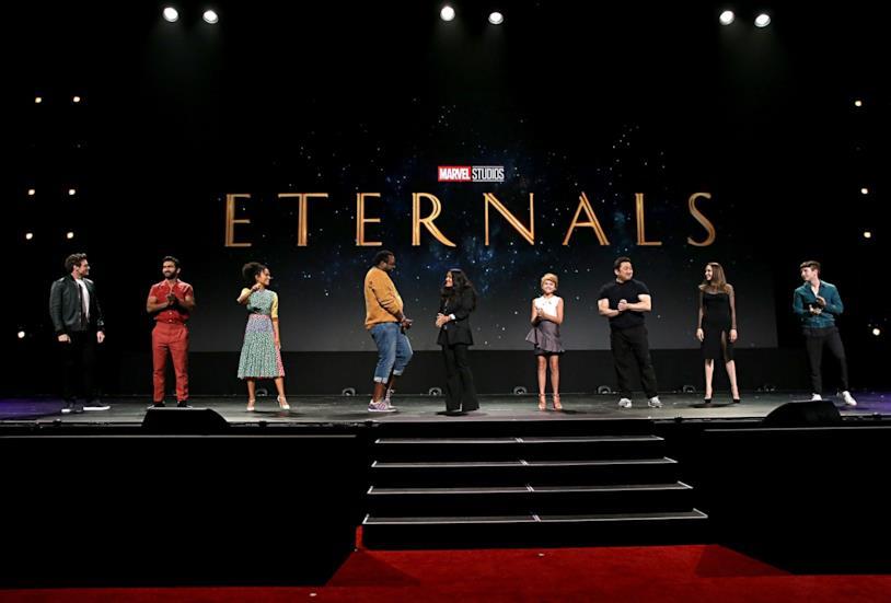 Richard Madden, Kumail Nanjiani, Salma Hayek, Angelina Jolie e il resto del cast di Eternals
