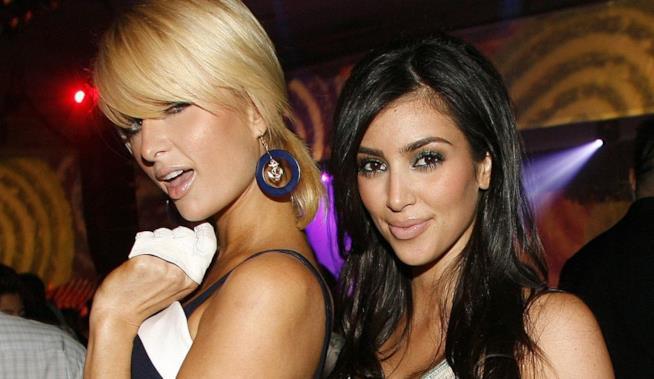 Primo piano di Kim Kardashian e Paris Hilton