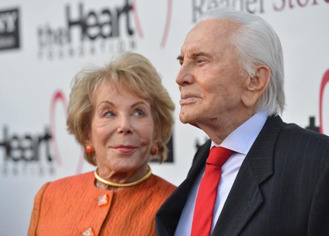 Kirk Douglas, anche la moglie Anne compie 100 anni
