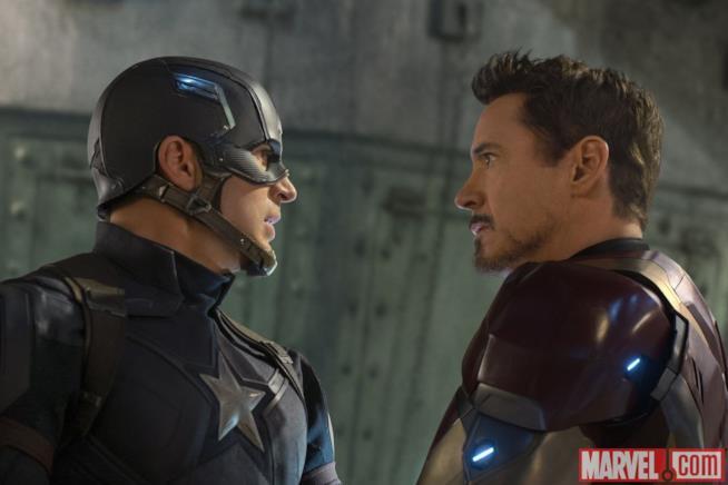 Chris Evans e Robert Downey Jr. in Capitan America: Civil War