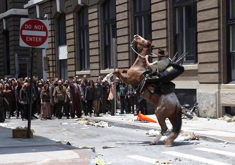 Rick a cavallo in The Walking Dead
