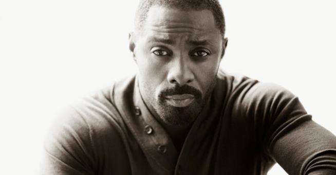 Idris Elba in posa in un'immagine promozionale