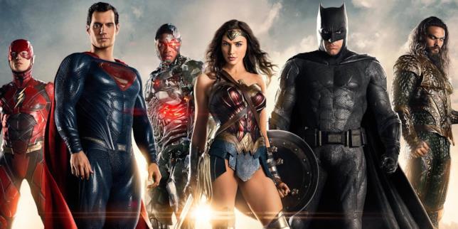 Ezra Miller (Flash), Henry Cavill (Superman), Ray Fisher (Cyborg), Gal Gadot (Wonder Woman), Ben Affleck (Batman) e Jason Momoa (Aquaman) in formazione per foto di gruppo della Justice League)