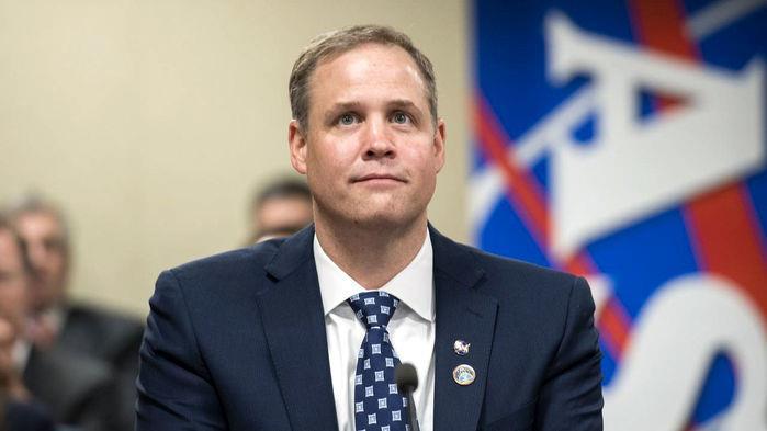 L'amministratore della NASA Jim Bridenstine immortalato in un'apparizione pubblica