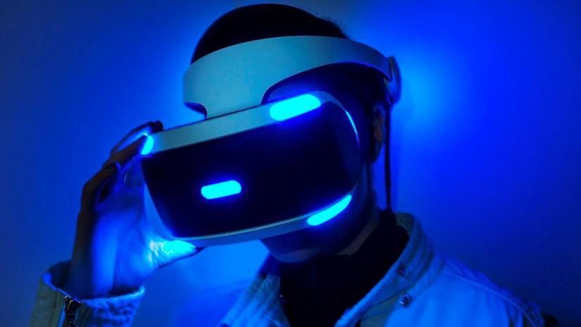 PlayStation VR di prima generazione in un'immagine promozionale