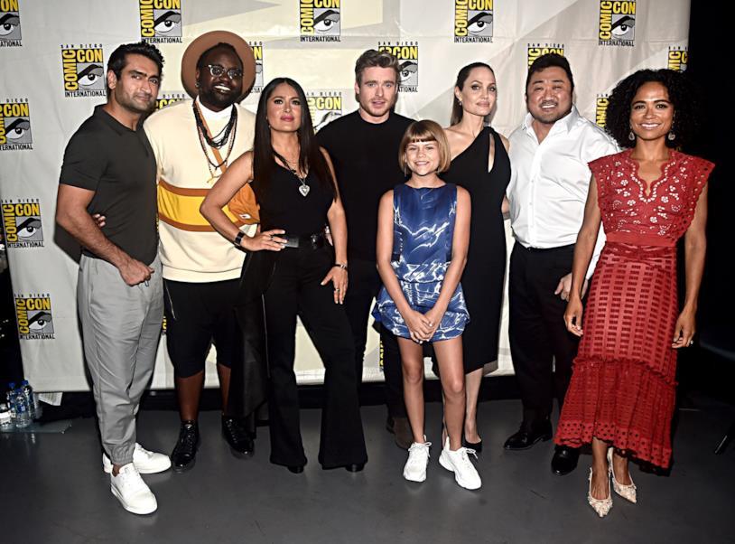 Il cast di The Eternals sorridente