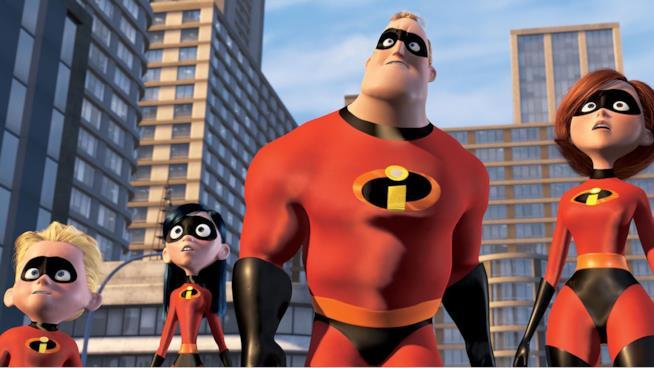 La famiglia degli Incredibili con la divisa da supereroi