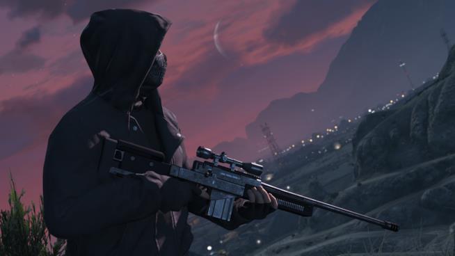 Uno dei criminali di GTA Online impugna il suo fucile