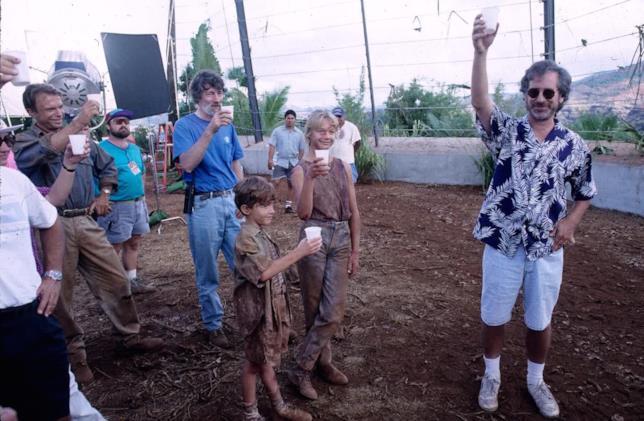 Spielberg, il cast e la troupe di Jurassic Park