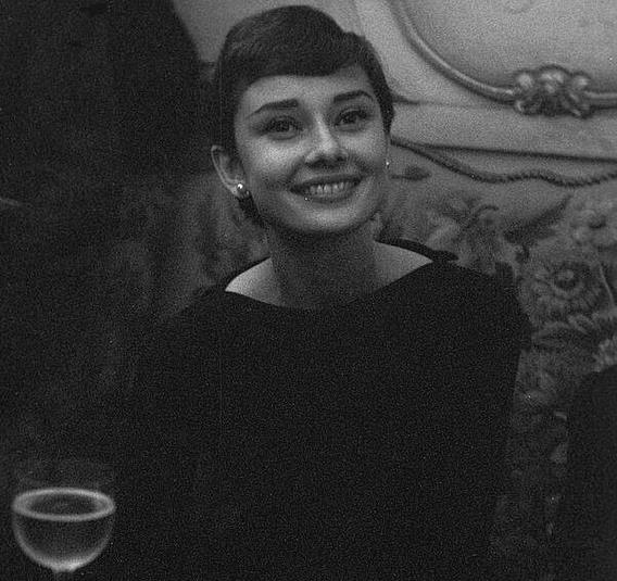 Uno scatto di Audrey Hepburn del 1955