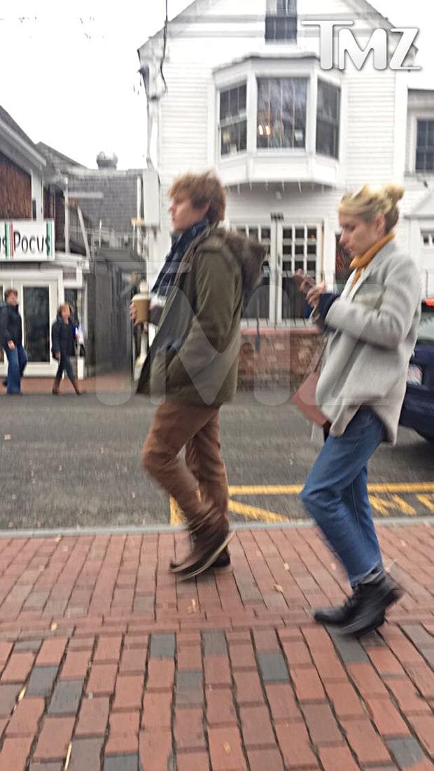Emma Roberts ed Evan Peters in giro per le strade