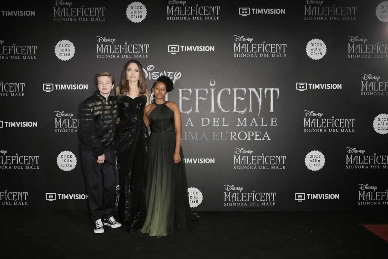 Angelina Jolie e figli alla prima di Maleficent 2