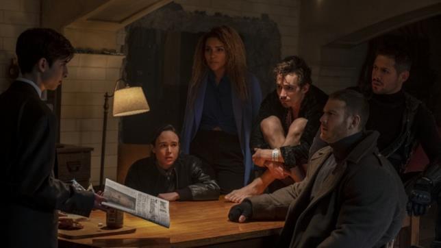 I sei supereroi in una scena della serie