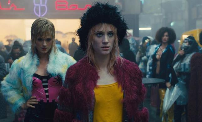 Mackenzie Davis è Mariette in Blade Runner 2049