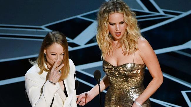Jodie Foster e Jennifer Lawrence sul palco degli Oscar 2018