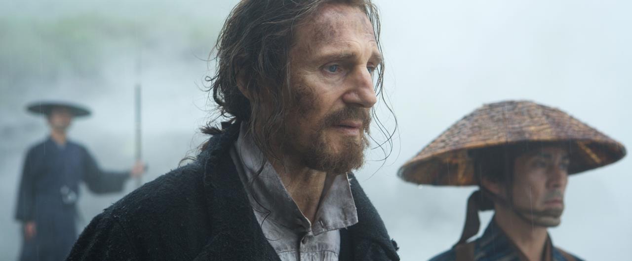 Una scena dal film Silence di Martin Scorsese con Liam Neeson