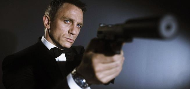 Daniel Craig in un'immagine promozionale di Casino Royale