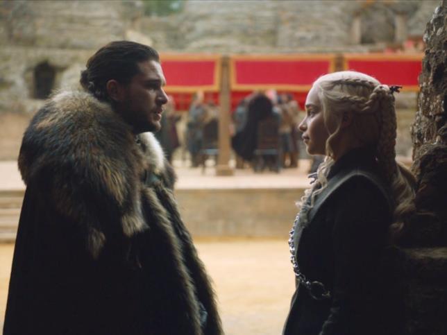Kit Harington ed Emilia Clarke in Game of Thrones 7