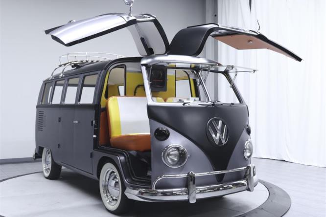 Il pulmino Volkswagen in versione Ritorno al Futuro