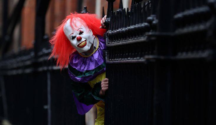 Persona vestita da clown