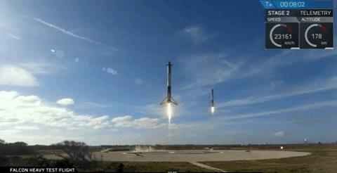 GIF che mostra l'atterraggio dei due razzi Falcon 9